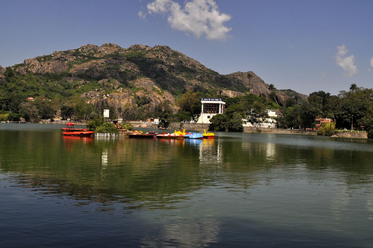 mount abu The aravallis never before seemed so calling the spiraling roads to mount abu  hill station, the only hill station of rajasthan, catch the fantasy every time a visit.